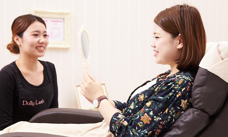 施術後、鏡でチェック