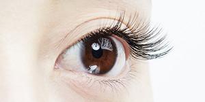 写真:自然に見える3Dラッシュをつけた目
